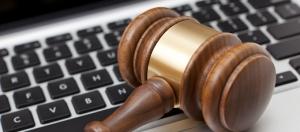 loi anti-pourriels et clavier d'ordinateur
